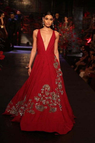 Manish-Malhotra-_aicw_2015_amazon_india_fashion_week_couture_runway_red_gown