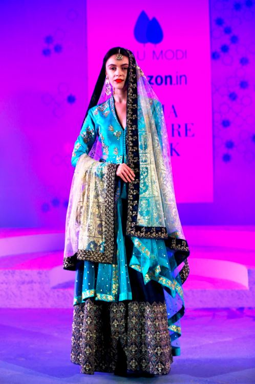 anju-modi-amazon-india-fashion-week-winter-2015-blue-lehenga-navy-royal-duppatta