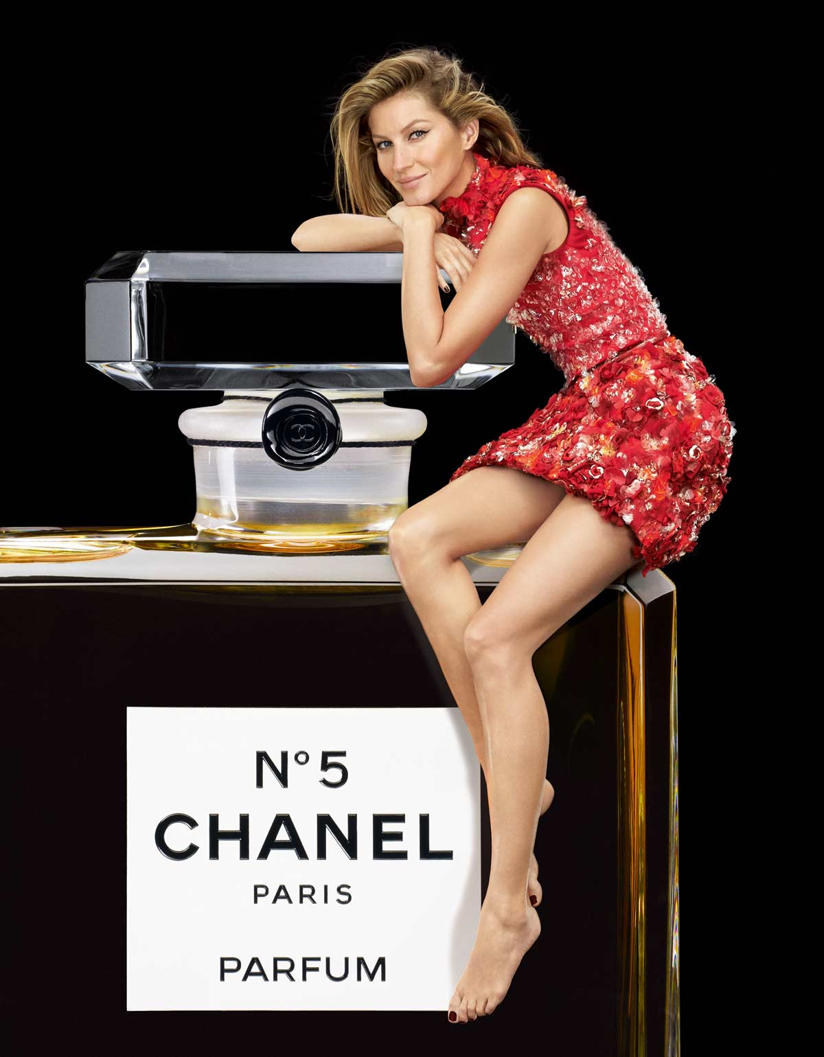 chanel no 5 a perfume story aw 2015 2016 campaign. Black Bedroom Furniture Sets. Home Design Ideas