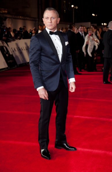 daniel-craig-tuxedo-oxford-full-cut-red-carpet-look-oscars-blue-tuxedo-bow-tie