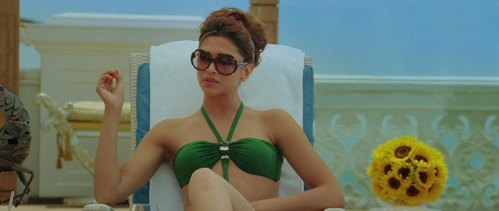 deepika-padkone-green-bikini-swimsuit-hot-round-shades-bollywood-actress-hot-sexy