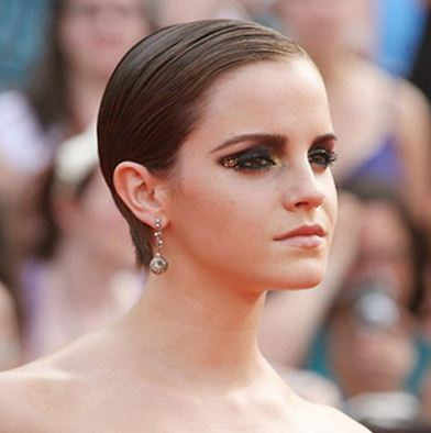 emma-watson-makeup-goth-look-dark-eyeshadow