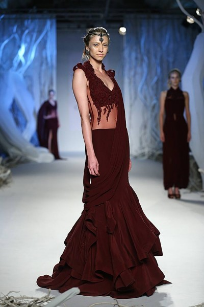 gaurav_gupta_autumn-winter_2015_runway_collection_couture_indian_amazon-india_fashion_week_saree-lehenga_wine