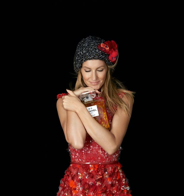 gisele-model-chanel-no-5-perfume-ad-campaign-christmas