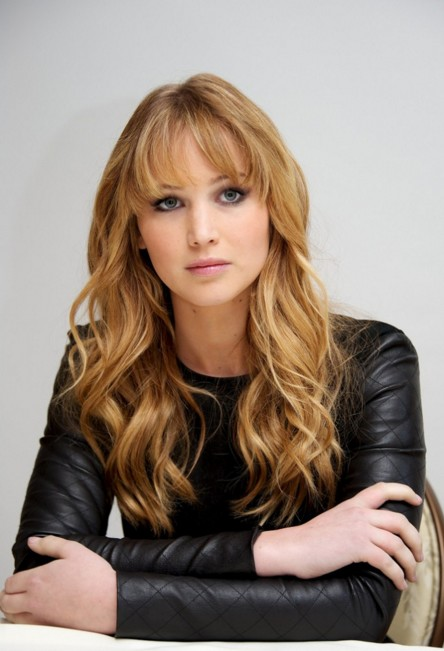 jennifer-lawrence-actress-hollywood-beauty-hairstyles-JLaw-pics-beautiful-blonde-short-fringes-bangs