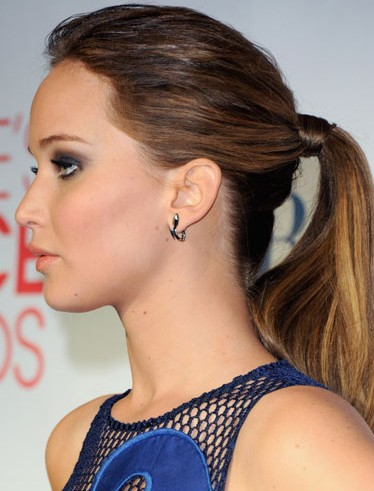 jennifer-lawrence-actress-hollywood-hairstyles-photo-JLaw-pics-smokey-eyes-ponytail