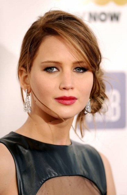 jennifer-lawrence-actress-hollywood-makeup-pictures-hairstyles-JLaw-beautiful-fashion-side-bun