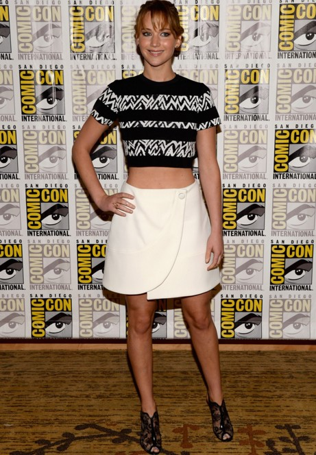jennifer-lawrence-actress-hollywood-pictures-casual-wear-street-style-clothing-black-white