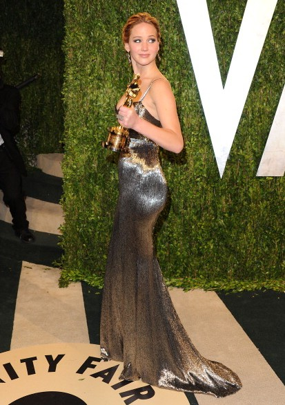 jennifer-lawrence-award-gown-dress-vanity-fair-oscar-award-show-off-party-2013-hollywood-actress-shining