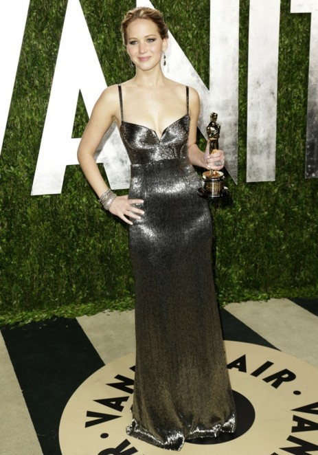 jennifer-lawrence-award-gown-dress-vanity-fair-oscar-party-2013-hollywood-actress-shining
