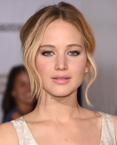 jennifer-lawrence-closeup-hairstyle-hollywood-actress-movie-premiere-makeup-pics