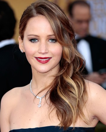 jennifer-lawrence-hairstyles-JLaw-pics-beautiful-makeup-ideas-hair-colour-brown-streaks-red-carpet-look