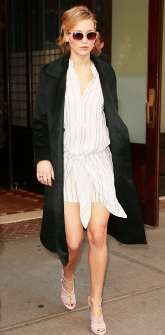 jennifer-lawrence-outfit-pics-casual-wear-public-appearance-street-style-clothing-movie-premiere