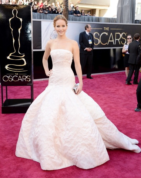 jennifer-lawrence-red-carpet-gown-white-gown-outfit-dress-oscar-2013-silver-linings-playbook