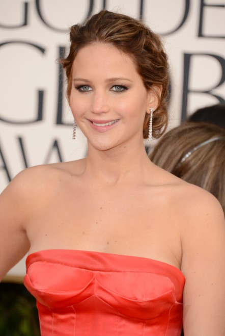 jennifer-lawrence-red-gown-close-up-red-carpet-golden-awards-outfit-actress