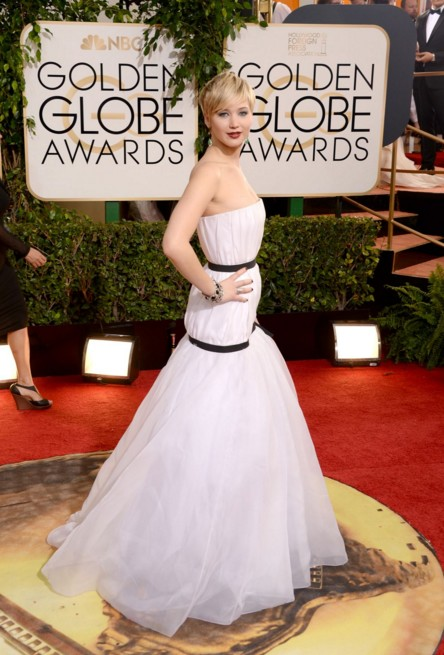 jennifer-lawrence-white-gown-dress-outfit-american hustle-golden-awards