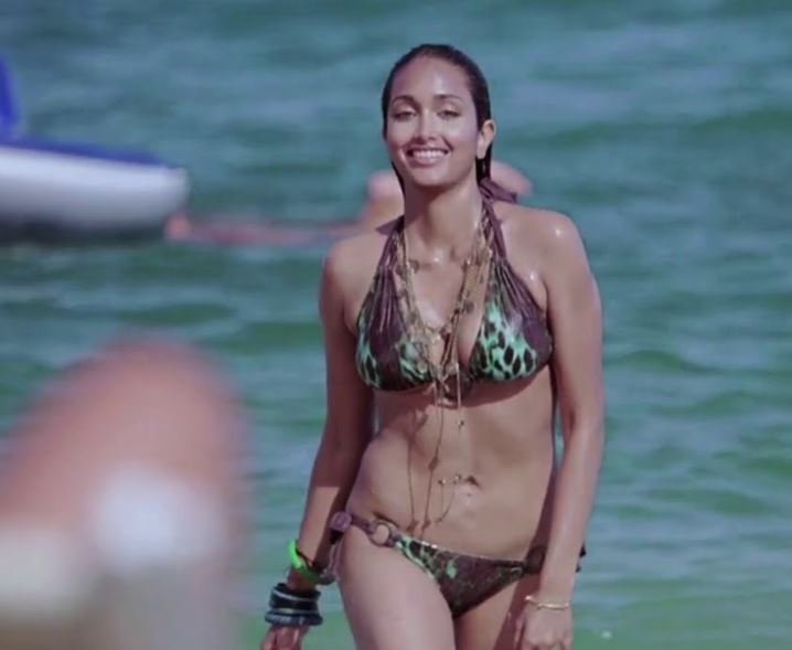 jiah-khan-housefull-bikini-accessories-bollywood-swimwear