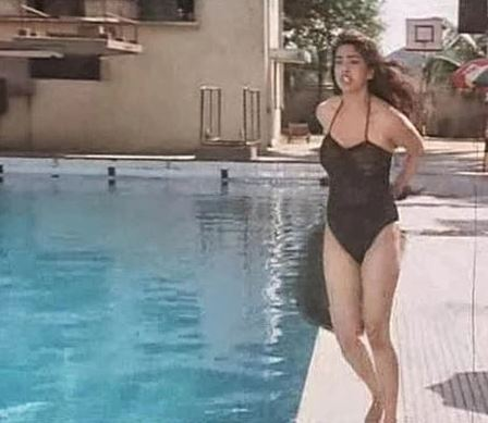 juhi-chawla-darr-best-bollywood-bikini-swimsuit-hot