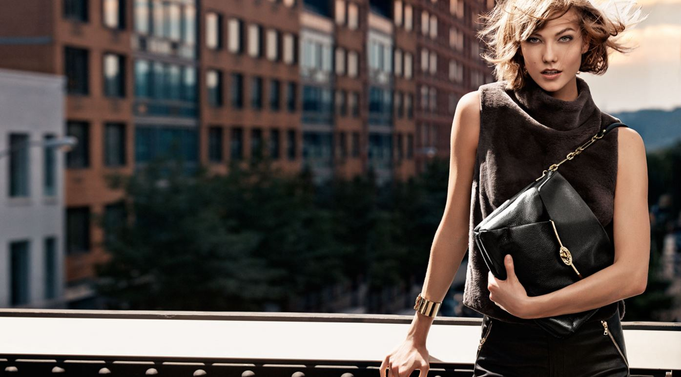 karlie-kloss-handbag-according-to-body-type-how-to-choose-a-hand-bag-right-best-coach-model
