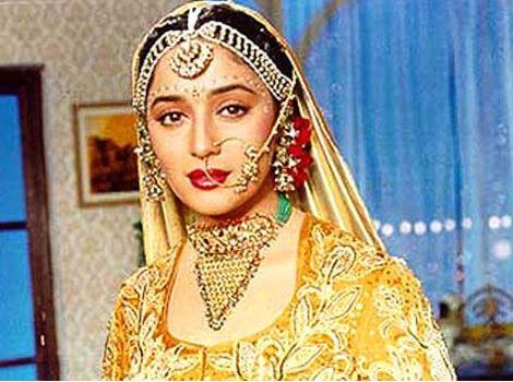 madhuri-dixit-bollwyood-golden-indian-bridal-lehenga-jewelry-hum-aapke-hain-koun
