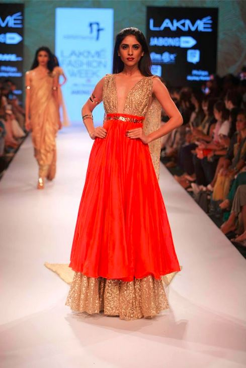 nikhil_thampi_payal_singhal_gold_chooridar_gown_slit_beige_sequin_shimmer_red_skirt