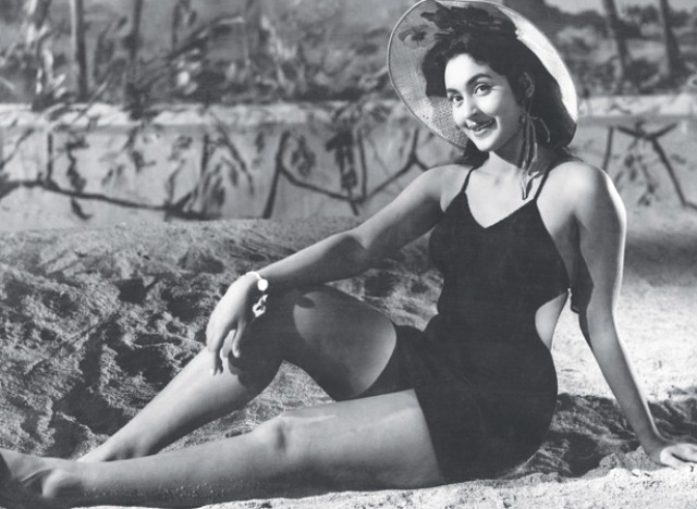 nutan-yaadgaar-hot-bikini-bollywood-in-years