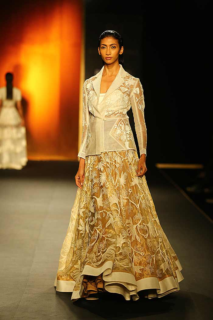 rahul_mishra_autumn-winter_2015_runway_collection_couture_indian_amazon-india_fashion_week_white_jacket_sheer_embroidery