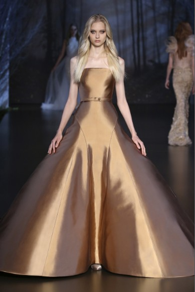 ralph-russo-aw-2015-2016-fall-winter-collection-review-gold-puffy-offshouldfer-gown-dress