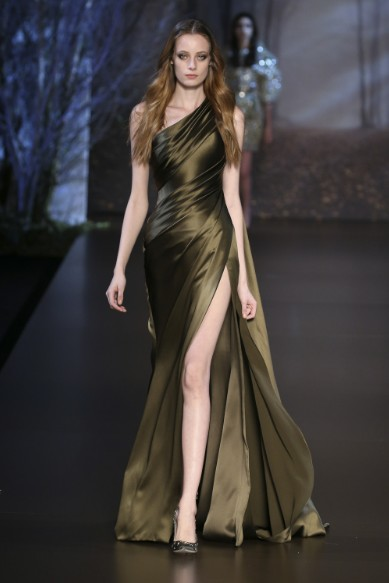 ralph-russo-aw-2015-2016-fall-winter-collection-review-satin-silk-gold-thigh-cut-gown-dress