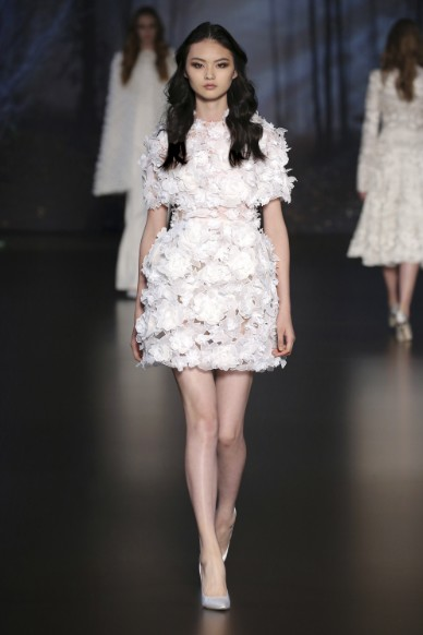 ralph-russo-aw-2015-2016-fall-winter-collection-review-white-dress-fur-feathers