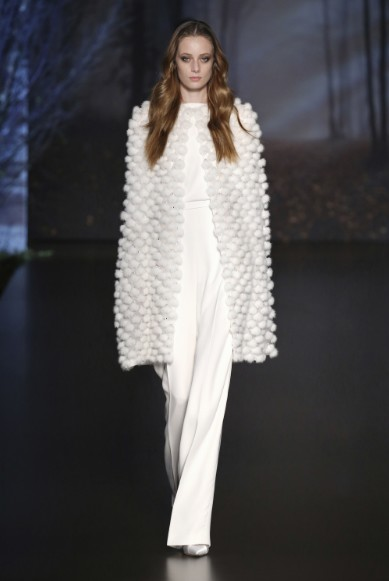ralph-russo-aw-2015-2016-fall-winter-collection-review-white-dress-overcoat-light