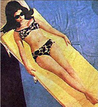 sharmila-tagore-bikini-lepord-two-piece-hot-sexy-bollywood-in-pool