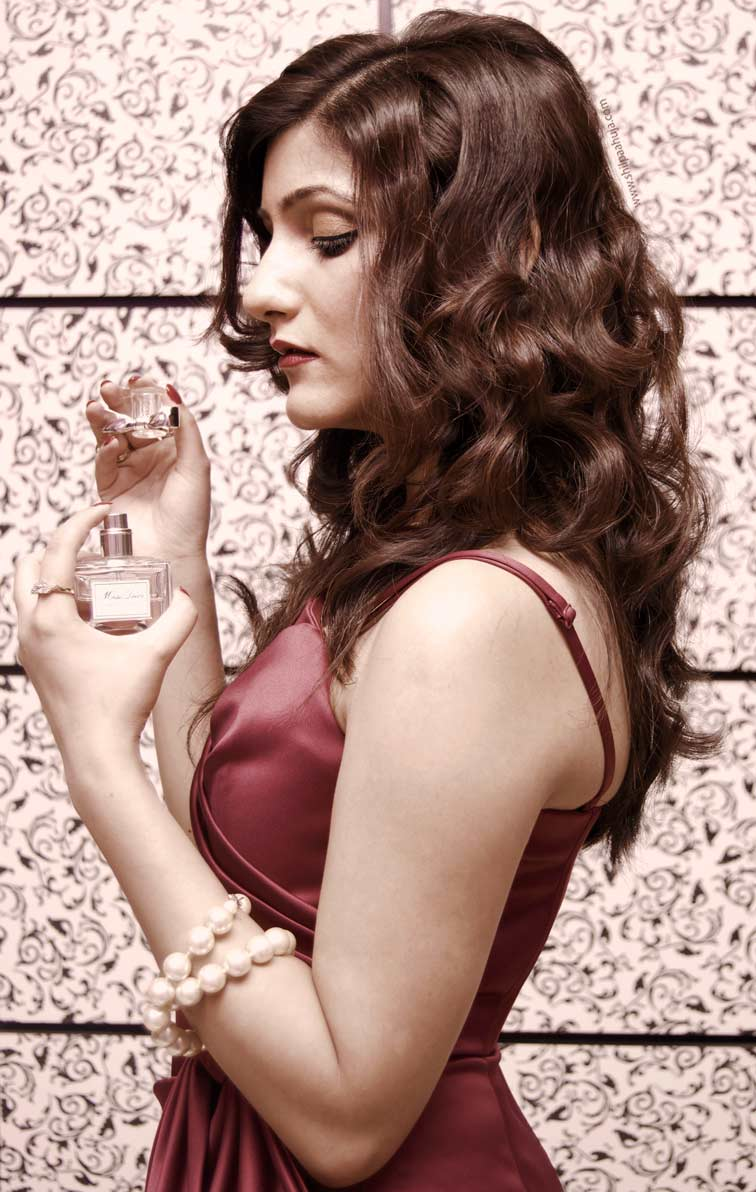 shilpa-ahuja-miss-dior-perfume-retro-vintage-model-pic-pink-dress
