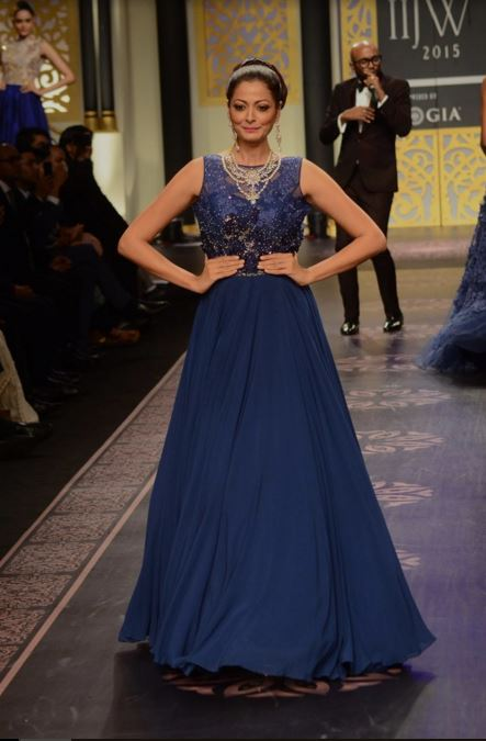 shyamal-bhumika-designer-indian-wedding-dresses-gown-blue-embroidery-bride