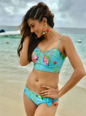 taapsee-pannu-bollywood-bikini-floral-pretty-hot