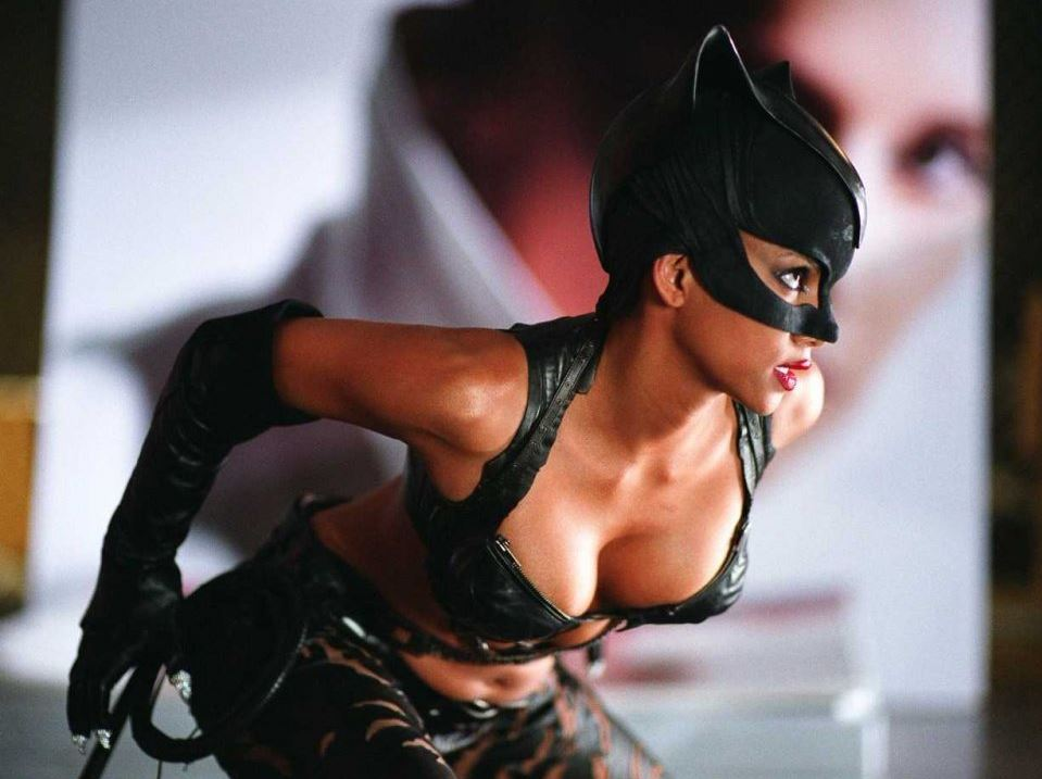 top-female superhero-costumes-cat-woman-halle-berry-hollywood-sexy
