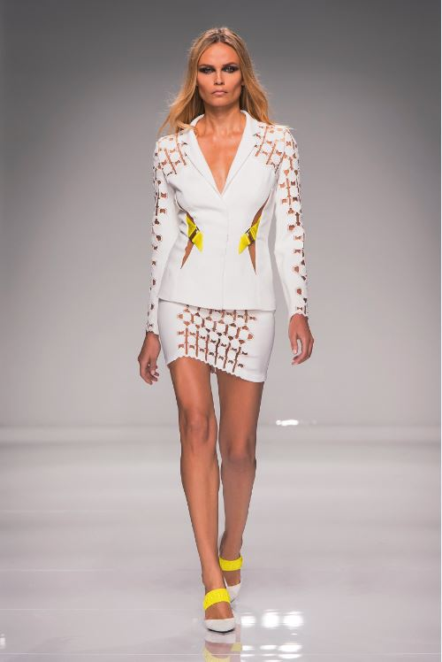 05-atelier-versace-spring-summer-2016-couture-fashion-show-paris-week-outfit-white-skirt-suit-short-shoes