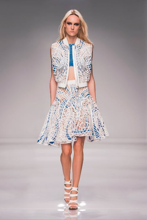 21-atelier-versace-ss-2016-couture-fashion-show-white-blue-pattern-skirt-jacket