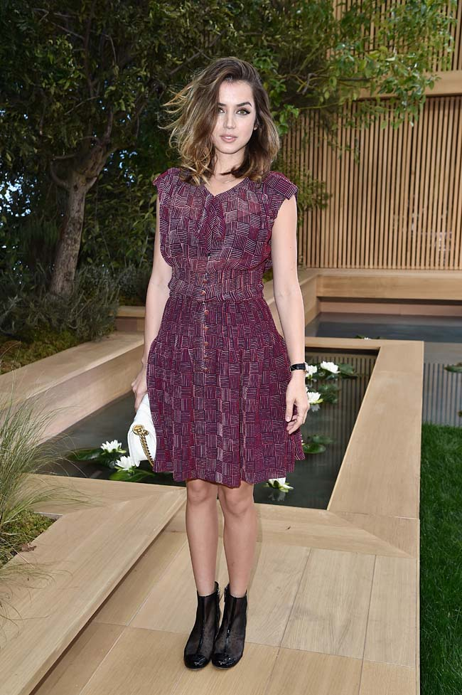 PARIS, FRANCE - JANUARY 26: Ana de Armas attends the Chanel Spring Summer 2016 show as part of Paris Fashion Week on January 26, 2016 in Paris, France. (Photo by Rindoff/Le Segretain/Getty Images)