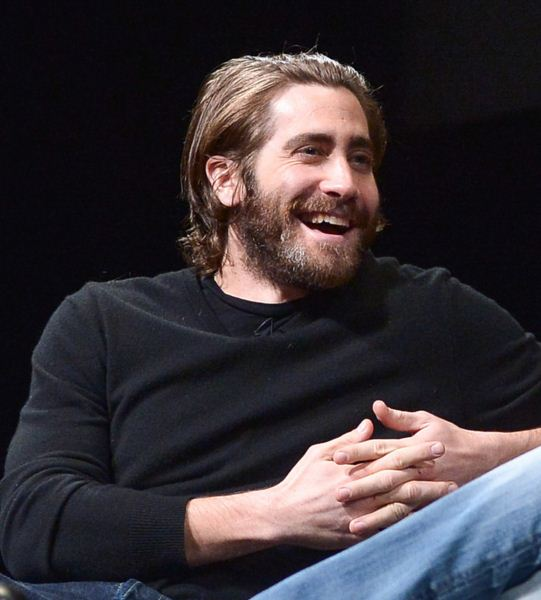 Jake-Gyllenhaal-Beard-latest-mens-hairstyle-2016-hair-cut-beard-trends
