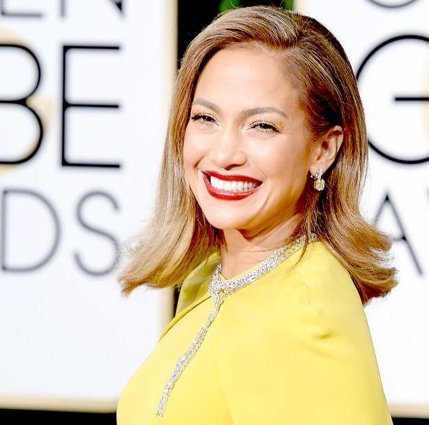 Jennifer-Lopez-j-lo-hair-golden-globe-2016-medium-party-back-hairstyle-wavy-yellow-dress