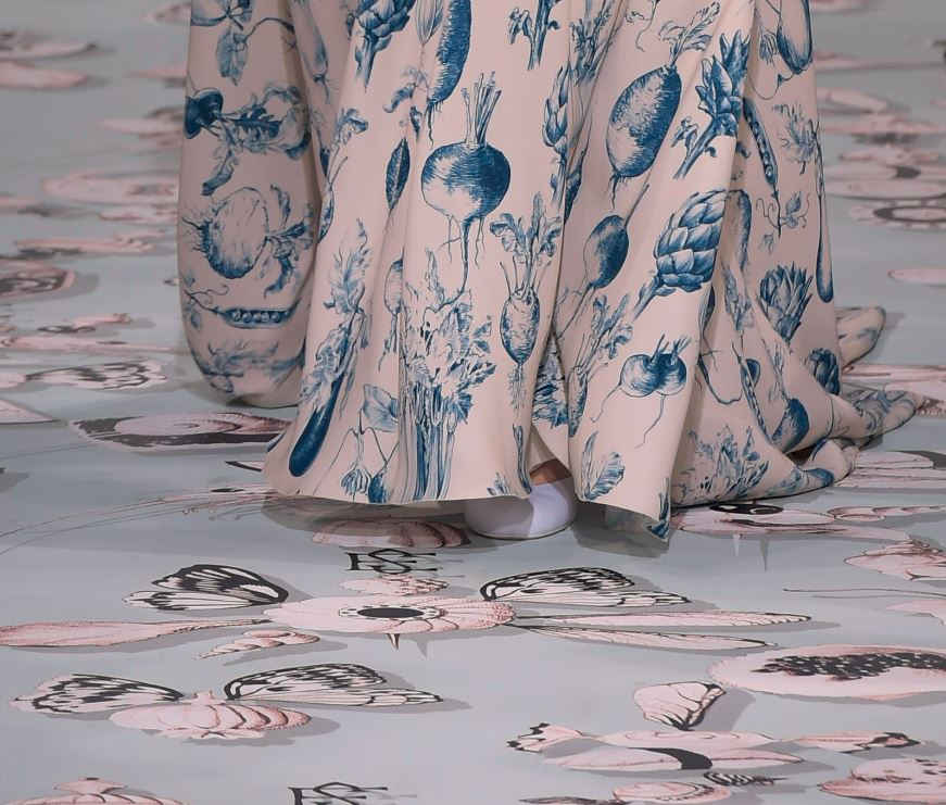 Schiaparelli-spring-summer-2016-couture-fashion-show-background-dress-vegetables