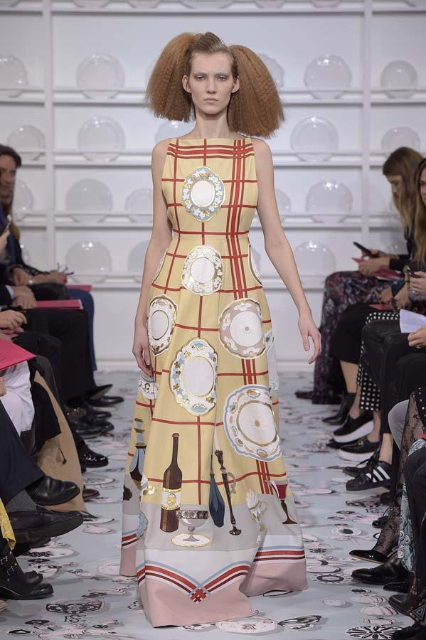 Schiaparelli-spring-summer-2016-couture-fashion-show-paris-week-1-table-plate-dress