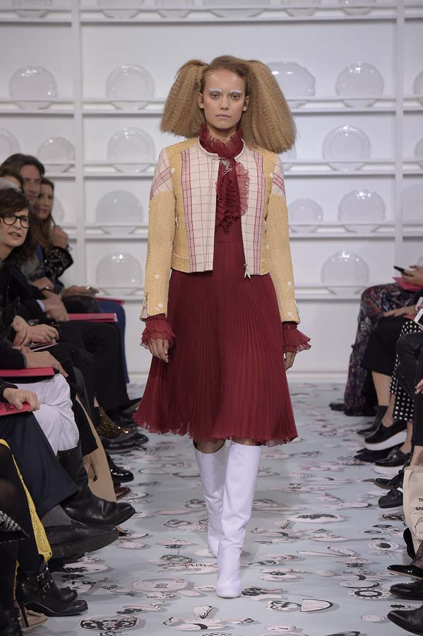 Schiaparelli-spring-summer-2016-couture-fashion-show-paris-week-10-burgundy-dress-hairstyle-makeup