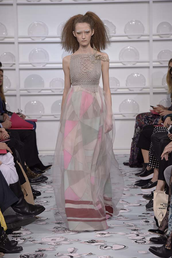 Schiaparelli-spring-summer-2016-couture-fashion-show-paris-week-15-grey-pink-dress