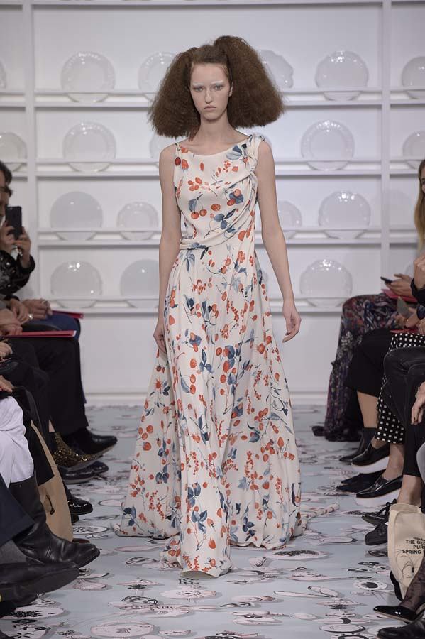 Schiaparelli-spring-summer-2016-couture-fashion-show-paris-week-19-asymmetric-hairstyle-curly-hair-print-maxi-dress