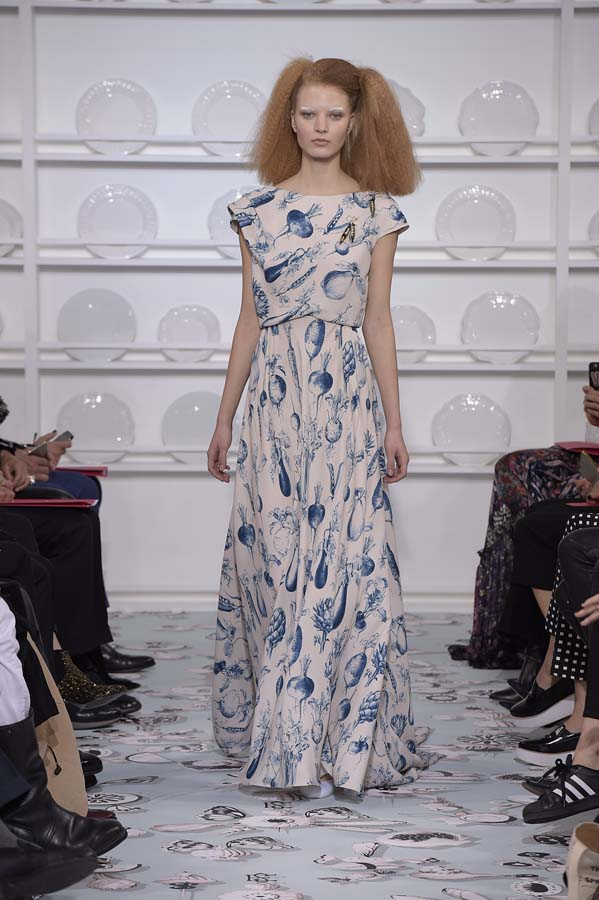 Schiaparelli-spring-summer-2016-couture-fashion-show-paris-week-20-white-blue-maxi-dress-outfit