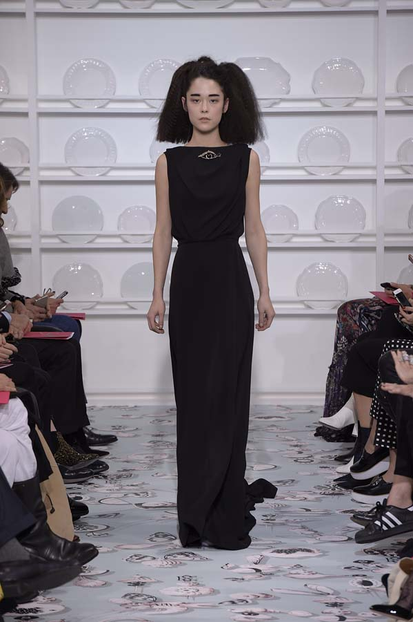 Schiaparelli-spring-summer-2016-couture-fashion-show-paris-week-29-black-gown