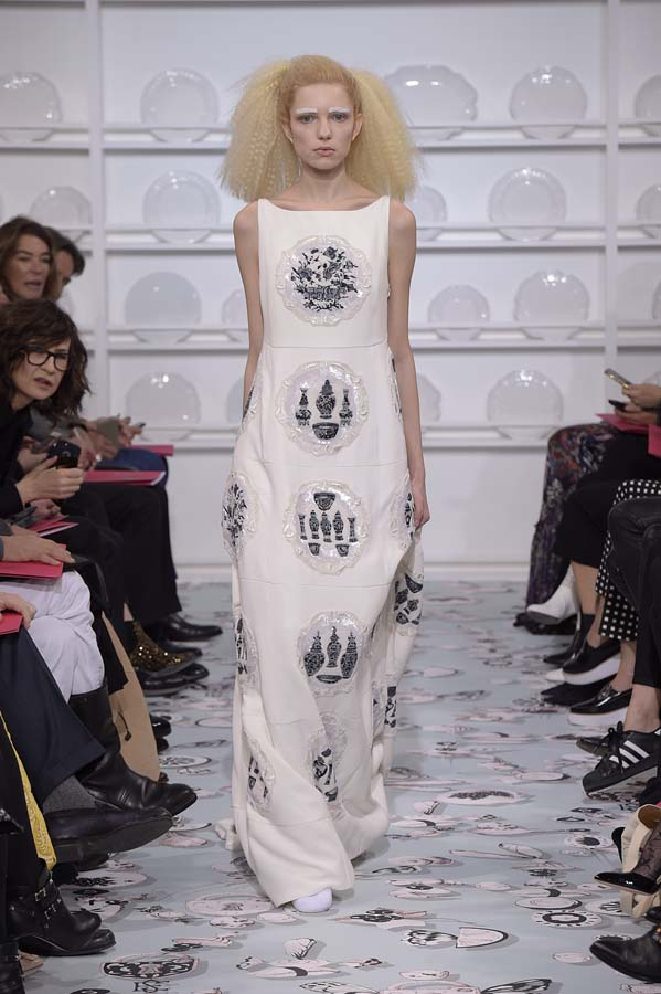 Schiaparelli-spring-summer-2016-couture-fashion-show-paris-week-32-white-plate-dress