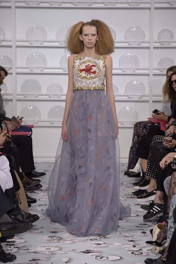 Schiaparelli-spring-summer-2016-couture-fashion-show-paris-week-34-blue-white-dress